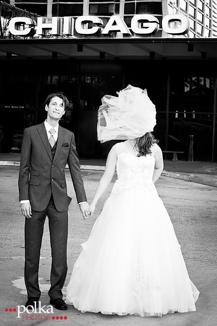 windy city wedding, chicago wedding, chicago, wedding, chicago wedding photographer, wind, veil